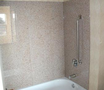 baignoire entourent le granit panneau de douche en marbre. Black Bedroom Furniture Sets. Home Design Ideas